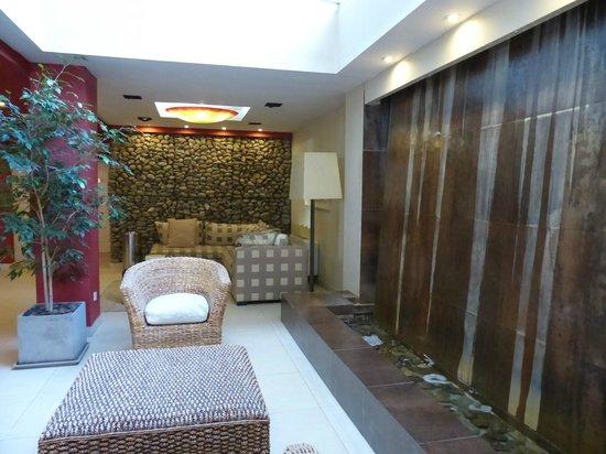 MIL810: Hotel foyer