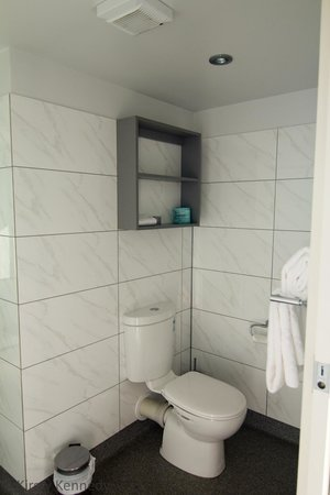 Brighton Hotel Motel : Bathroom