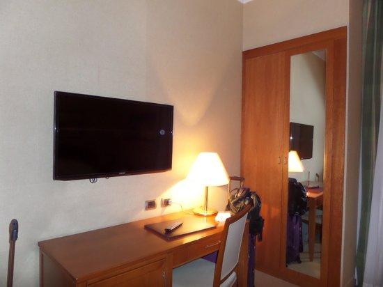 Hotel Apogia Lloyd Roma : tv