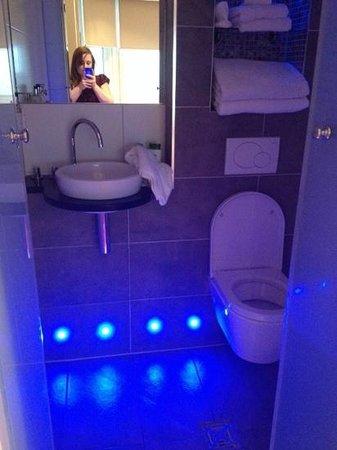 Drakes Hotel Brighton: our bathroom