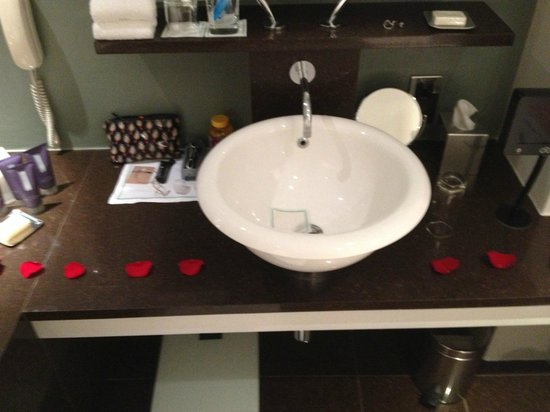 One Aldwych: wedding night petals and bath - a lovely touch!
