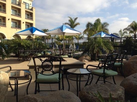 Courtyard by Marriott San Diego Airport/Liberty Station : firepit by the pool