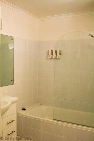 Swansea Motor Inn : Bathroom