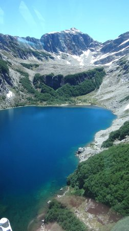 Distretto dei Laghi, Cile: Lake below  summit