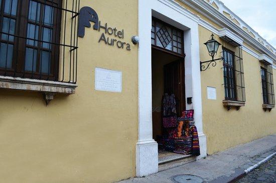 Aurora Hotel: Front Door / Puerta de Entrada