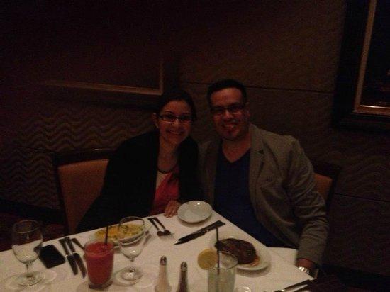 Ruth's Chris Steak House: Un delicioso platillo con la mejor compañía, quien ahora es mi esposa!