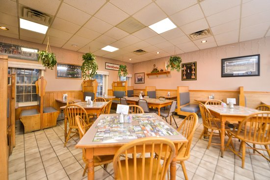 Days Inn Jefferson: breakfast area and restaurant