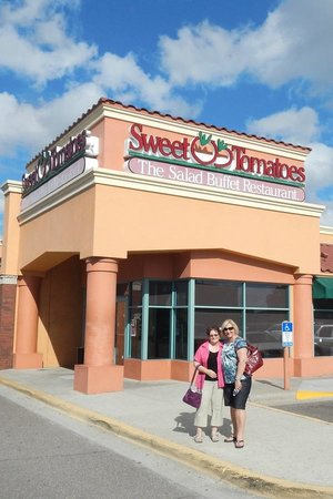 Photo of American Restaurant Sweet Tomatoes at 13101 Seminole Blvd, Largo, FL 33778, United States