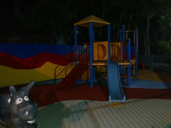 Alex Beach Cabins & Tourist Park : The featured playground was a drawcard for the kiddies