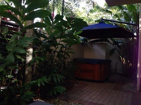 Meridian Port Douglas : jacuzzi