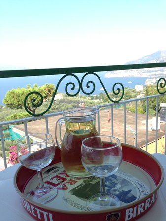 Il Nido Hotel Sorrento: Wine with a view from balcony