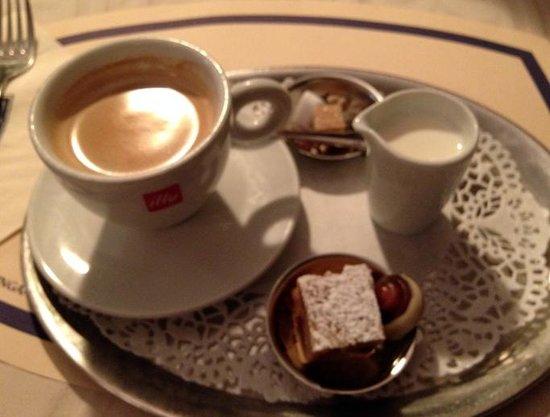 Tearoom Carpe Diem: coffee with sweets