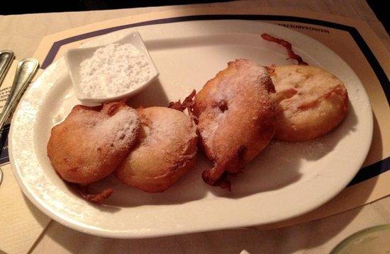 Tearoom Carpe Diem: apple beignets