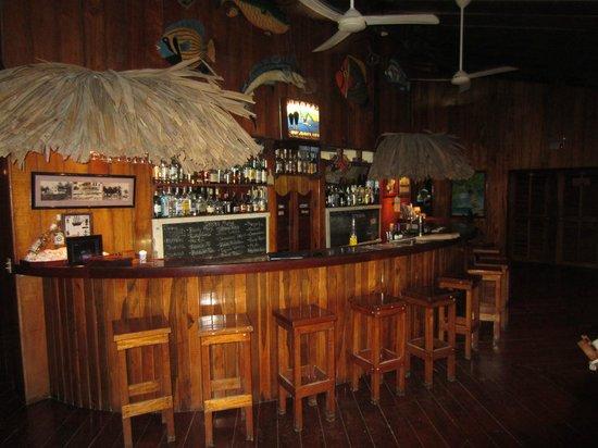 St. George's Caye Resort: The bar at the main lodge