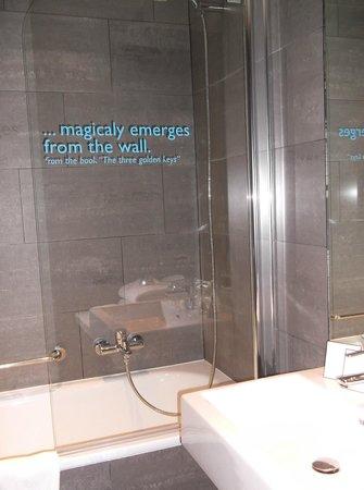 MOODs Boutique Hotel: Bathroom
