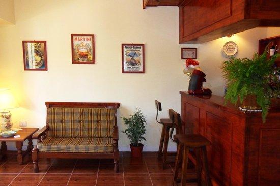 Hotel Lucky Home: Bar.