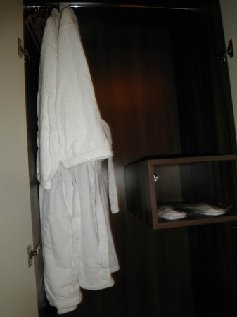 MOODs Boutique Hotel: Slippers & robe