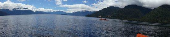 Petrohué Lodge : Kayaking on the lake