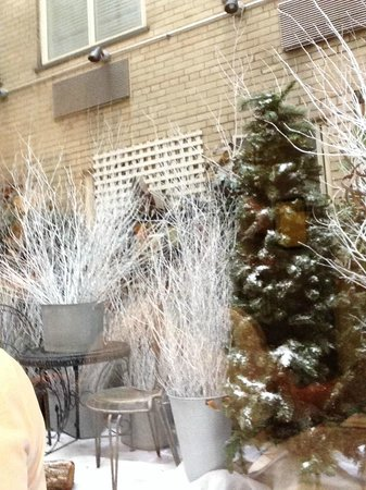 Sarabeth's Central Park South: A middle decorated area between the next door building and the restaurant