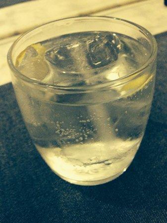 Catalina Casa de Comidas : Chupito de gin tonic gentileza de la casa