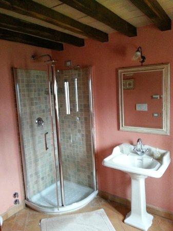 Agriturismo La Melaggine: Bagno camera rosa