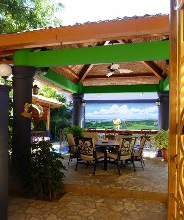 Casa Xanadu: Dining/Pool area