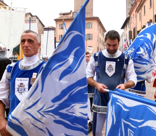 Albergo San Lorenzo: Truffle Festival flag teams on parade