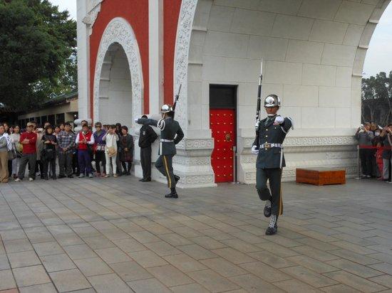 National Revolutionary Martyrs' Shrine: 交代式