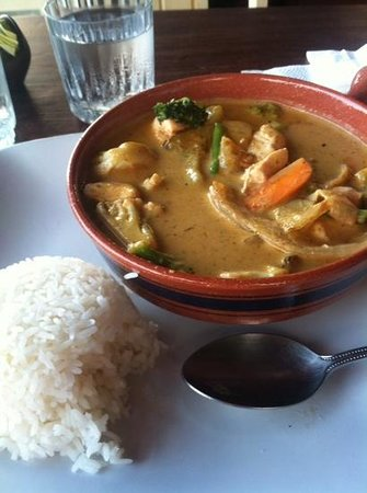 Emilio's Cafe: chicken curry with vegetables