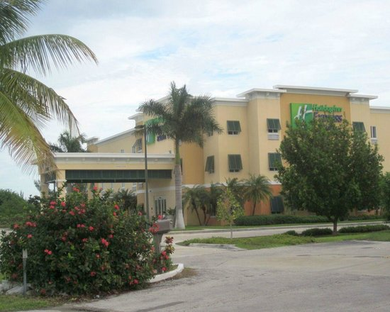 The Holiday Inn Express & Suites Marathon: front of hotel