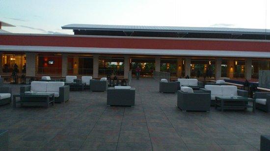 Barcelo Bavaro Palace: Es uno de los múltiples lugares de descanso con los que cuenta el hotel, se puede tomar un trago
