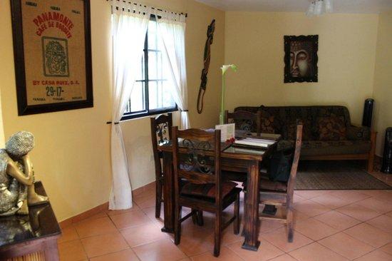 Boquete Garden Inn: dining/livingrooms