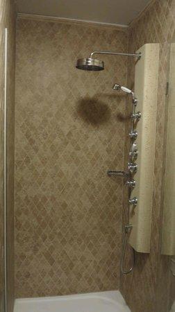 Hotel General : H General Prague-Shower