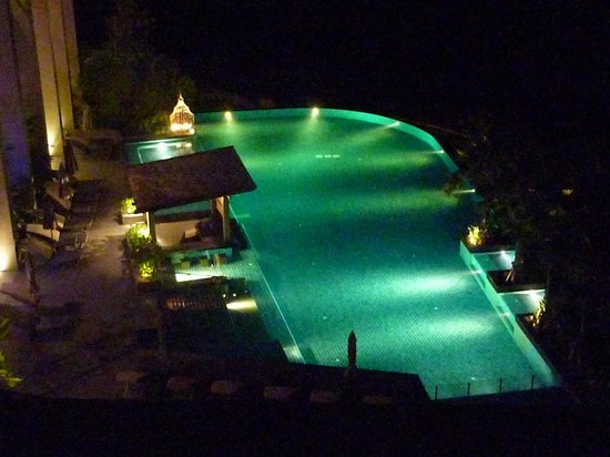 Avista Hideaway Phuket Patong, MGallery by Sofitel: One of the pools