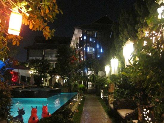 Kodchasri Thani Chiang Mai : pool area