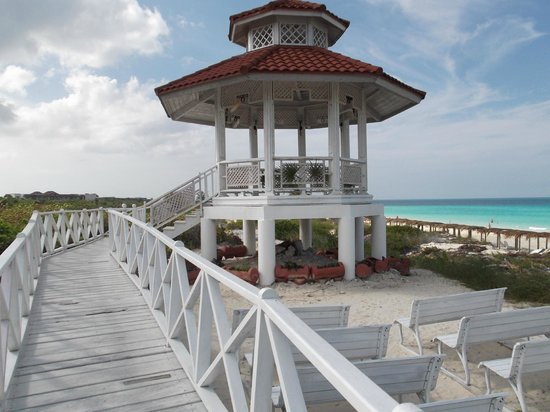 Memories Paraiso Beach Resort : wedding place