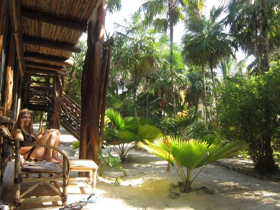 Ixchel Playa & Cabanas: Garden area