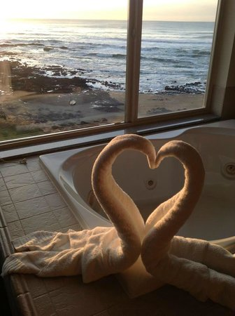 Adobe Resort: Swan Towels on Jacuzzi with Oceanside View