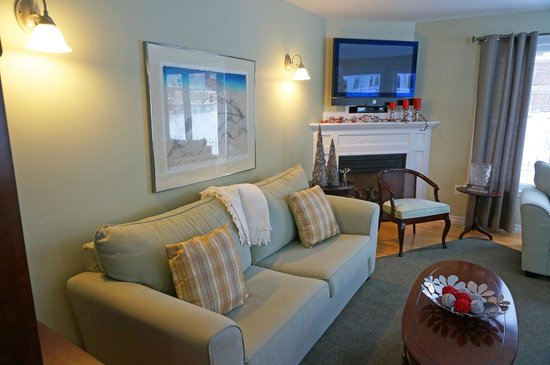 The Cranford Inn: Living room