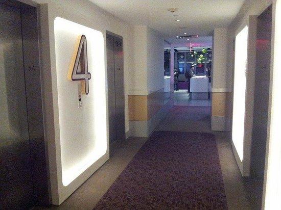YOTEL New York : Elevator hallway