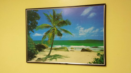 Ocean Pointe Suites at Key Largo : Old cheesy picture on the wall.