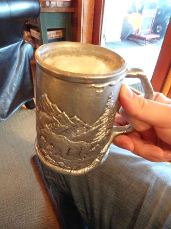 Mountain Home Lodge: beer in an awesome, chilled mug