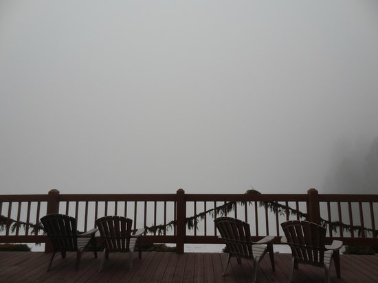 Mountain Home Lodge: foggy morning the day we left