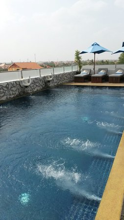 Nita by Vo Hotel : Roof-top pool great place to relax