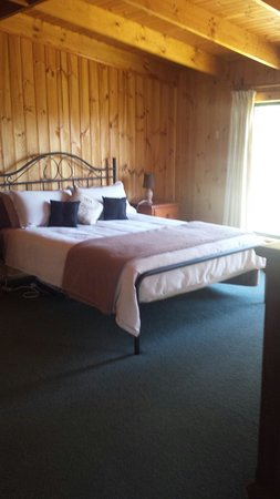 Heimat Chalets : Master bedroom of cottage