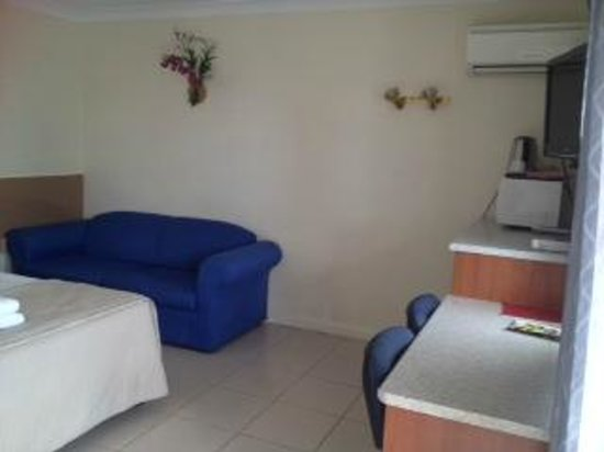 Moorooka Motel: spacious room