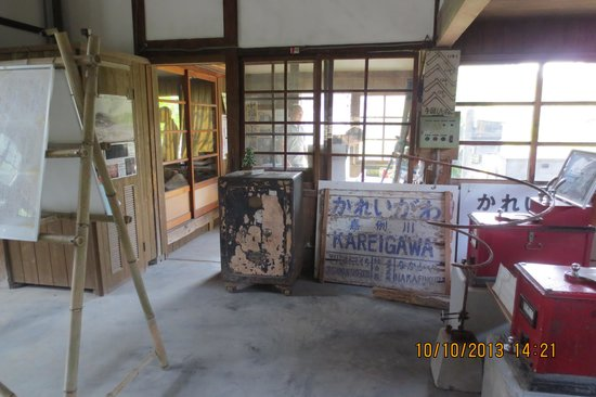 antique display in Kareigawa Station
