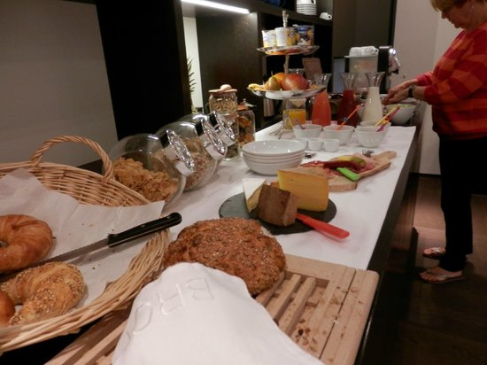 Hotel NI-MO: Our Continental Breakfast