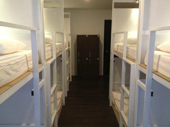 OneStop Hostel Siem Reap: Bed room (Mixed 10 dorms)