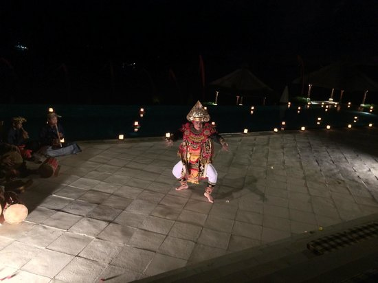 Amankila: Traditional Balinese Dancer